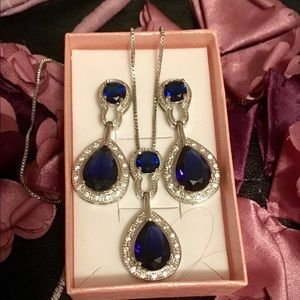 Jewelry - Color changing AAA zircon halo drop jewelry set!
